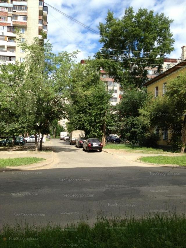 Адрес(а) на фотографии: улица Индустрии, 35, 37, 39, Екатеринбург