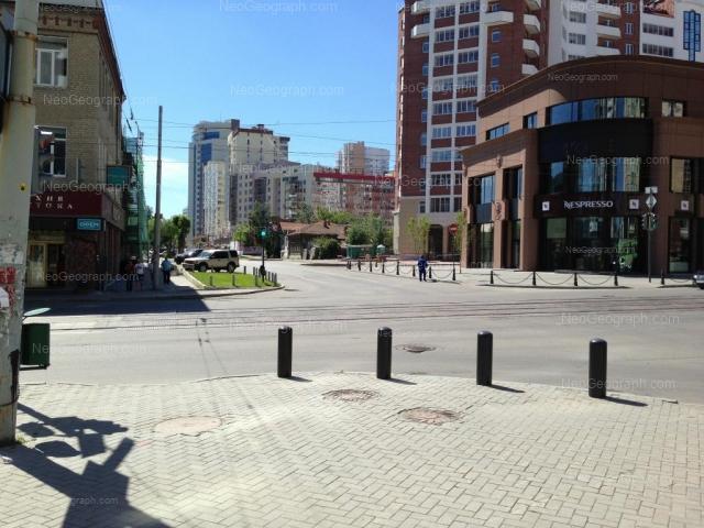 Адрес(а) на фотографии: улица Хохрякова, 72, 74, Екатеринбург