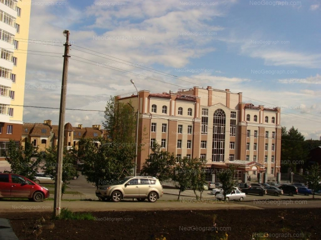 View to the building with address: Scheinkmana, 113, Yekaterinburg, medicine center the UGMK Zdorovie: official site of organization, public transport, search building on photo and map
