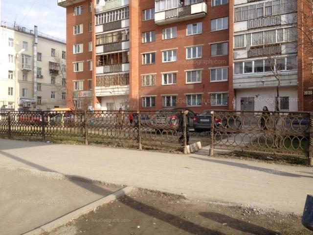 Адрес(а) на фотографии: улица Азина, 30, 32, Екатеринбург