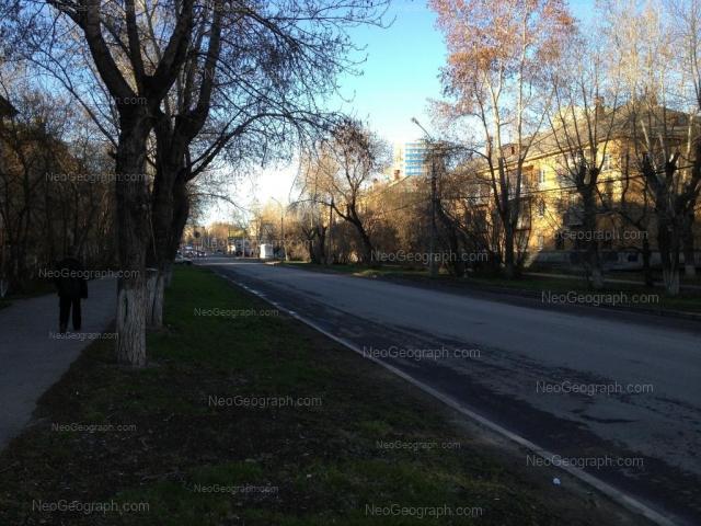Адрес(а) на фотографии: улица Данилы Зверева, 17, 19, Екатеринбург