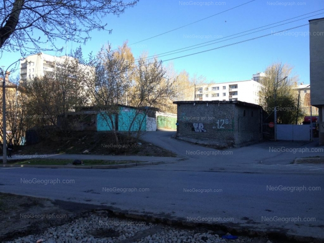Адрес(а) на фотографии: улица Пальмиро Тольятти, 12, 12А, 12Б, Екатеринбург