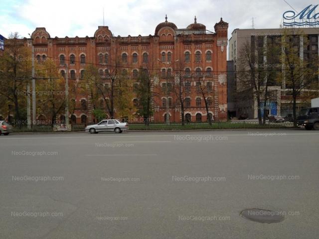 Адрес(а) на фотографии: улица Челюскинцев, 106, 108, Екатеринбург