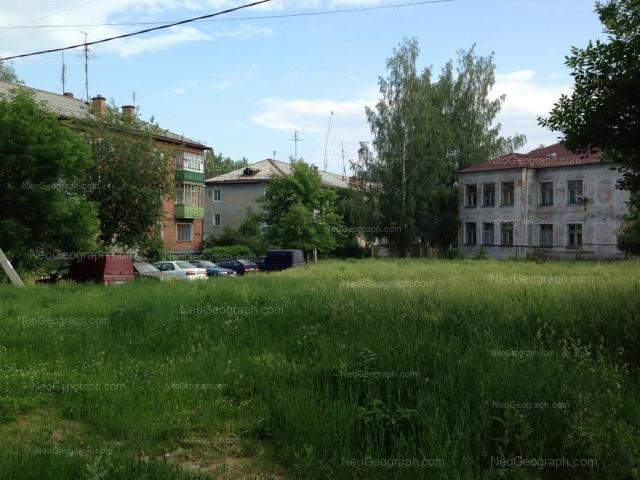 Адрес(а) на фотографии: Кировградская улица, 77, 81, 81а, Екатеринбург