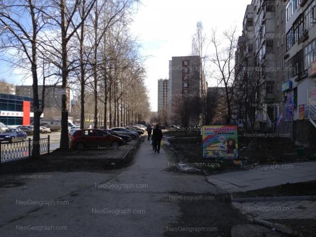 Адрес(а) на фотографии: улица Пехотинцев, 9, 10, 12, 13, Екатеринбург