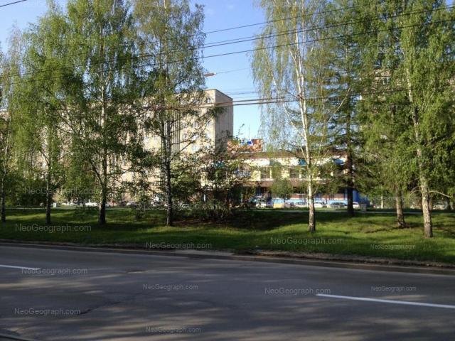 Адрес(а) на фотографии: улица Академика Бардина, 33, 33а, 37, Екатеринбург