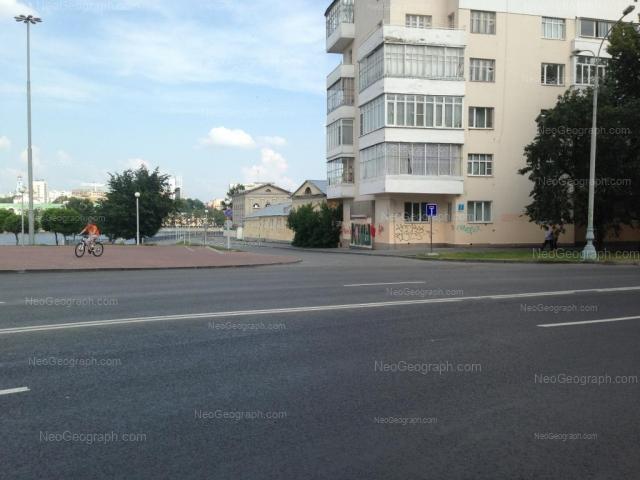 Адрес(а) на фотографии: улица 8 Марта, 1, Екатеринбург