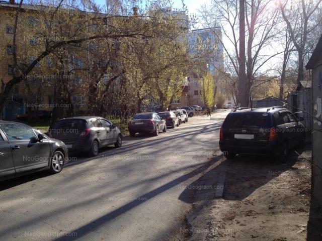 Адрес(а) на фотографии: улица Пальмиро Тольятти, 9, 11, Екатеринбург