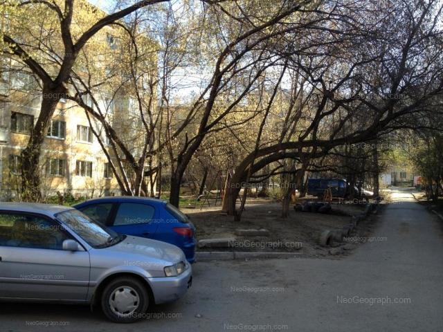 Адрес(а) на фотографии: улица Пальмиро Тольятти, 13, 15, Екатеринбург