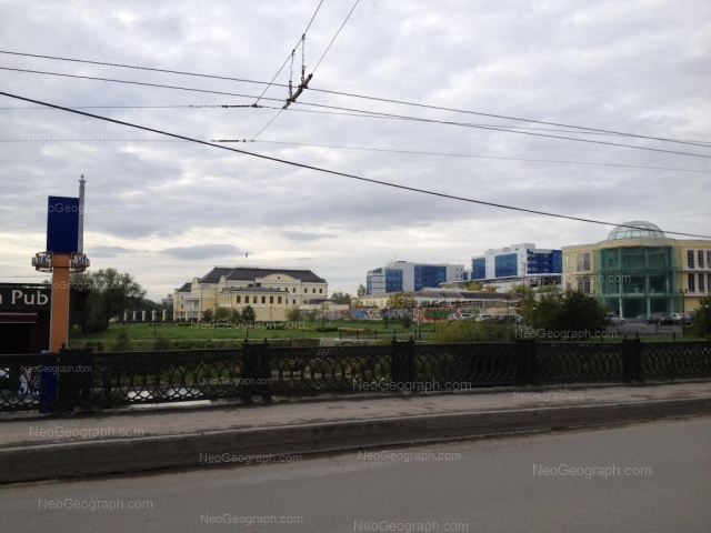 Адрес(а) на фотографии: улица Добролюбова, 3, 9в, 11, 11/1, Екатеринбург