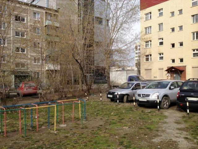 Адрес(а) на фотографии: Белореченская улица, 13/1, 15, 15/2, Екатеринбург