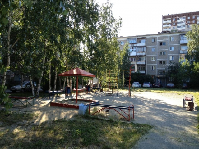 Address(es) on photo: Akademika Bardina street, 17, 19, Yekaterinburg