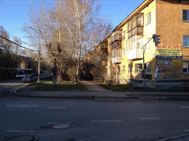 Адрес(а) на фотографии: улица Данилы Зверева, 19, 20, 21, Екатеринбург
