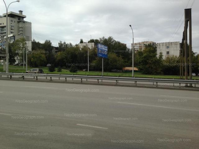 Адрес(а) на фотографии: улица Токарей, 56 к1, 58 к1, 60 к1, Екатеринбург