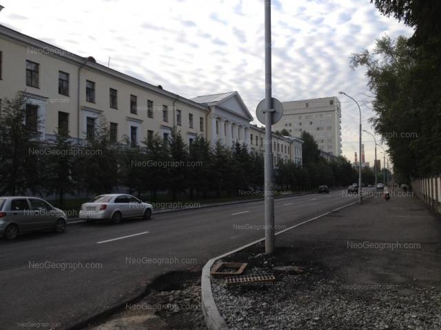 Адрес(а) на фотографии: улица Софьи Ковалевской, 16, 18, Екатеринбург