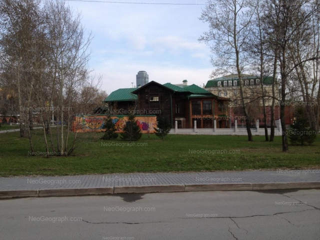 Адрес(а) на фотографии: улица Клары Цеткин, 1, 4, Екатеринбург