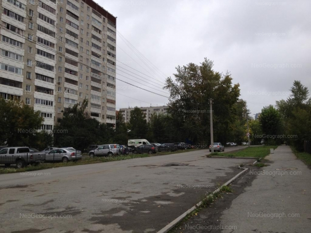 Адрес(а) на фотографии: улица Серова, 25, 27, Екатеринбург