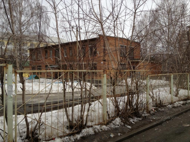 На фото видно здание с адресом улица Вали Котика, 15, Екатеринбург - детский сад 86