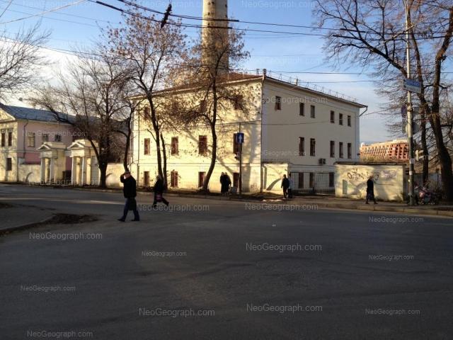 На фото - вид на здания с адресами: ул. Декабристов, 36 и 38, Екатеринбург