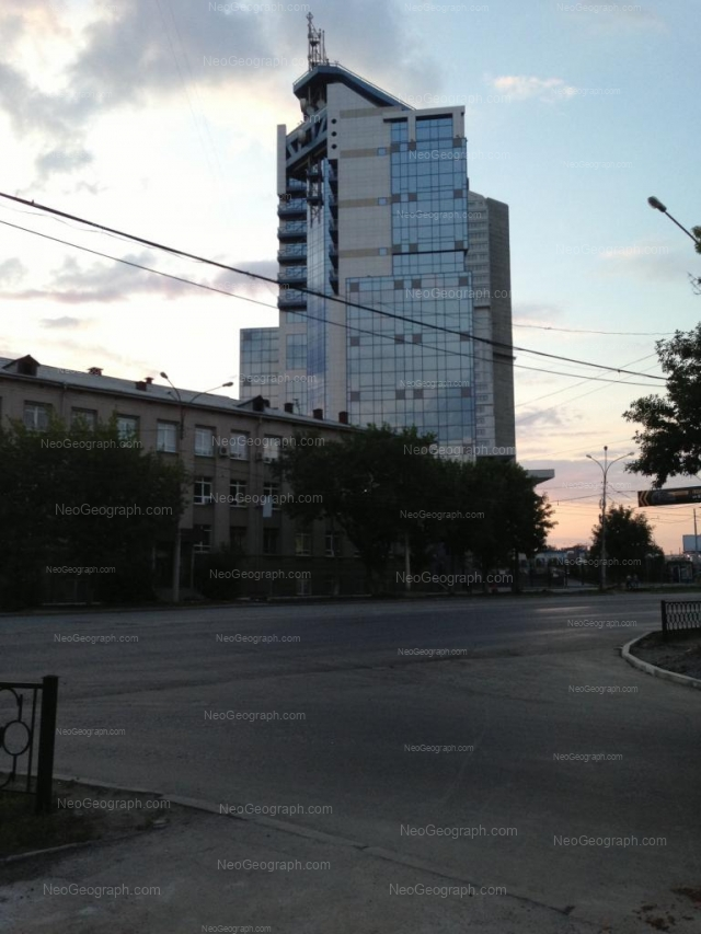 Адрес(а) на фотографии: улица Челюскинцев, 15, 15а, Екатеринбург