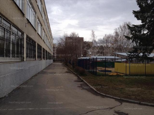 Адрес(а) на фотографии: улица Серафимы Дерябиной, 17а, 17б, Екатеринбург