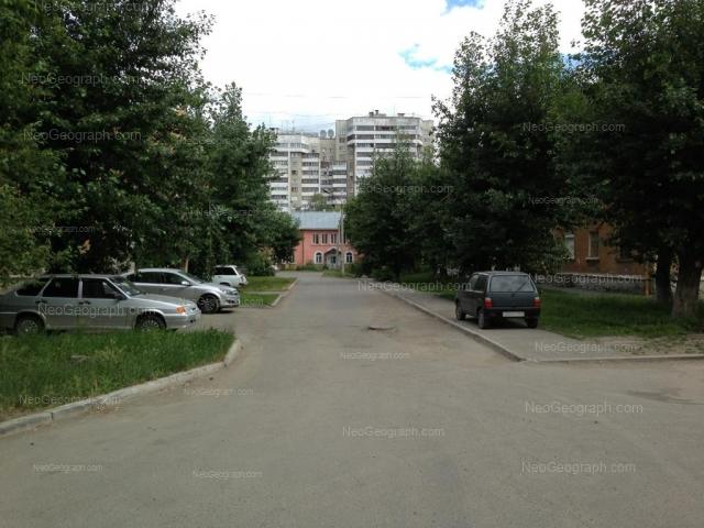 Адрес(а) на фотографии: улица Уральских Рабочих, 50А, 50Б, 52А, Екатеринбург
