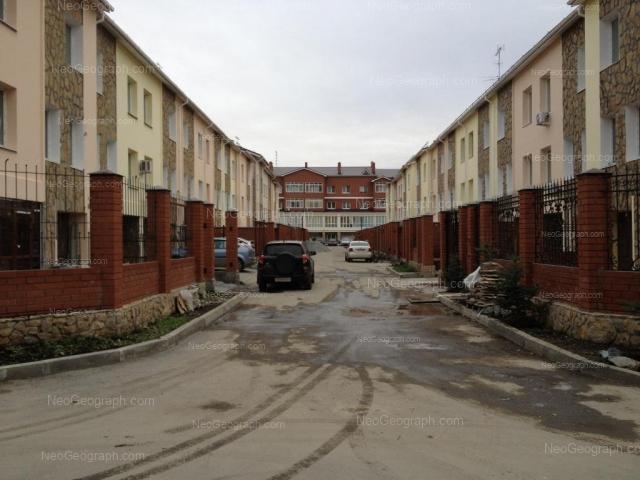 Адрес(а) на фотографии: улица Барвинка, 16, 18, 18а, Екатеринбург