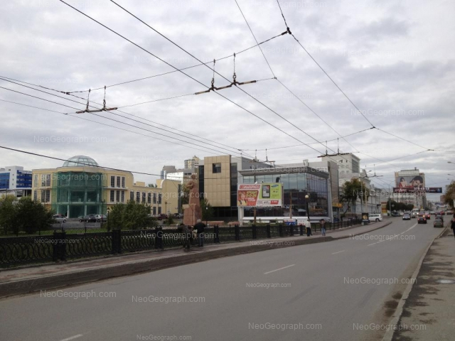 Адрес(а) на фотографии: улица Добролюбова, 1, 3, Екатеринбург