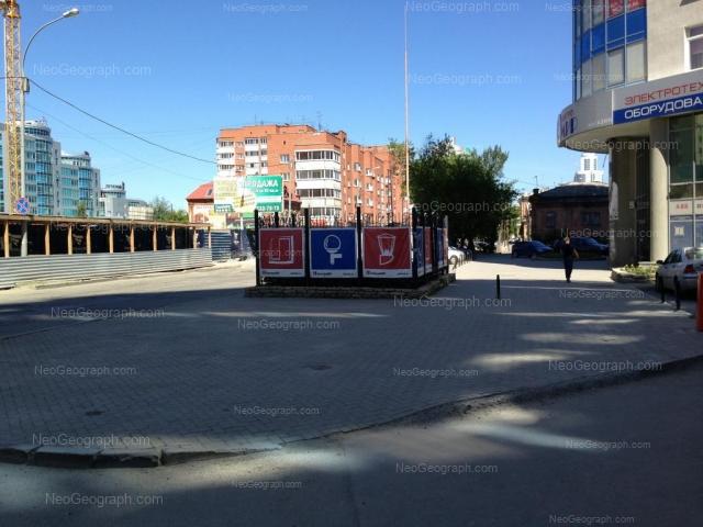 Адрес(а) на фотографии: улица Хохрякова, 32, 42, Екатеринбург