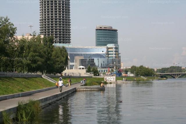 Адрес(а) на фотографии: улица Бориса Ельцина, 3, 5, Екатеринбург