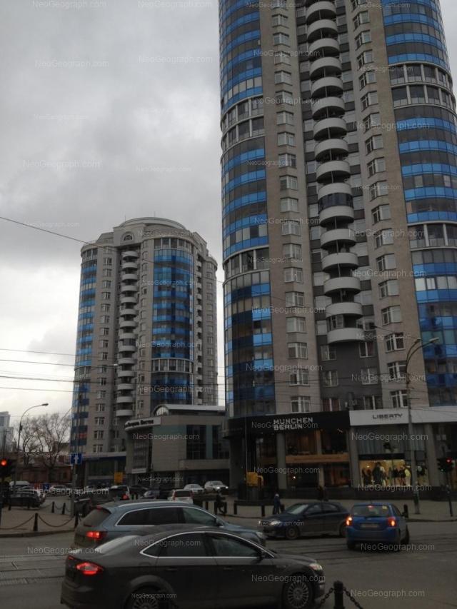 Адрес(а) на фотографии: улица Хохрякова, 39, 41, 43, Екатеринбург