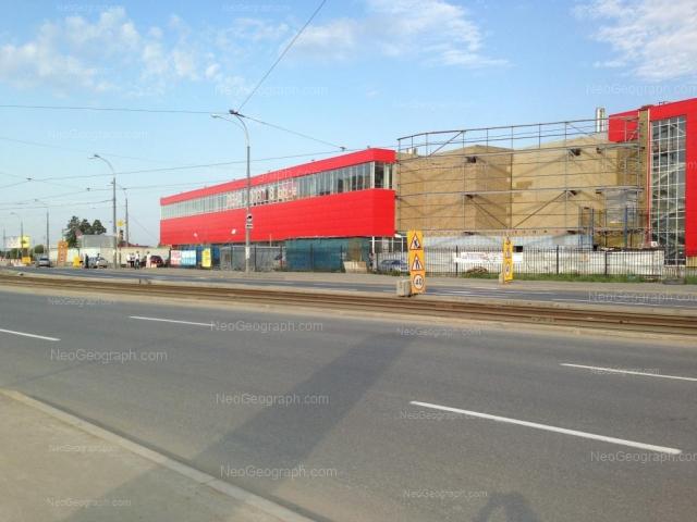 Вид на здание с адресом улица Донбасская, 1, Екатеринбург, автомолл Белая башня