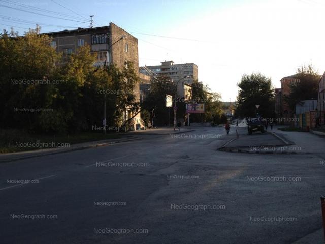 Адрес(а) на фотографии: улица Азина, 17, 18, 21, Екатеринбург
