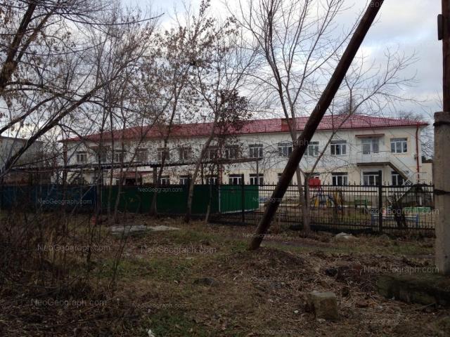 На фото видно здание с адресом улица Ленинградская, 36, Екатеринбург - детский сад 93, Уральские самоцветики
