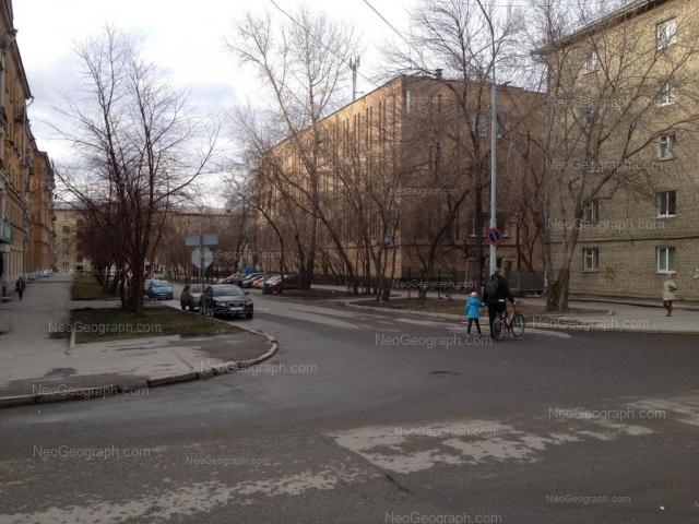 Адрес(а) на фотографии: улица Братьев Быковых, 5, Екатеринбург