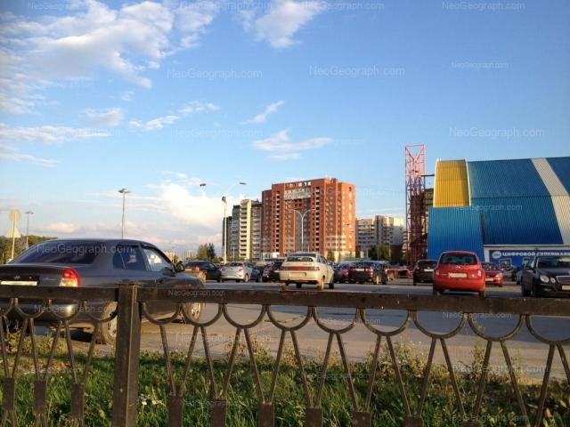 Адрес(а) на фотографии: улица Академика Шварца, 17, 20 к1, 20 к2, Екатеринбург