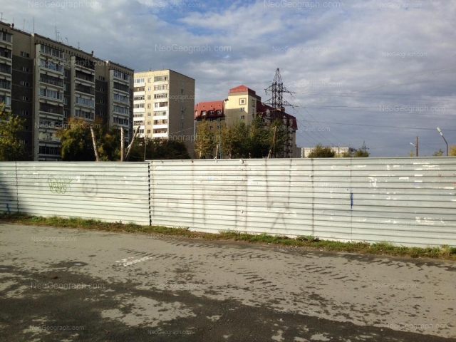 Адрес(а) на фотографии: улица Викулова, 26, 26А, 28А, Екатеринбург