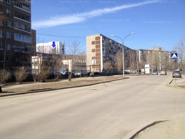 Адрес(а) на фотографии: улица Софьи Перовской, 107, 117, 117а, 119, Екатеринбург