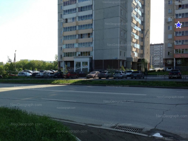 Адрес(а) на фотографии: улица Учителей, 14, 18, 24, Екатеринбург