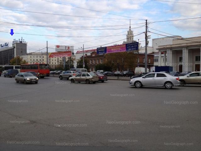 Адрес(а) на фотографии: улица Челюскинцев, 100, 102, 106, Екатеринбург