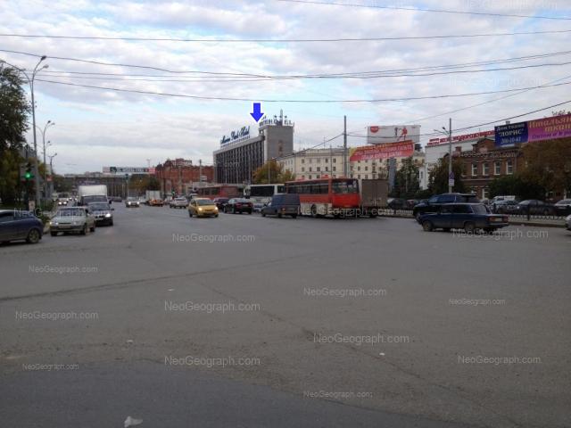 Адрес(а) на фотографии: улица Челюскинцев, 100, 102, 106, 108, Екатеринбург