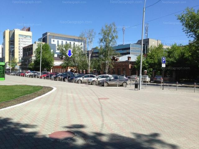 Address(es) on photo: Khokhriyakova street, 5, 9, Yekaterinburg