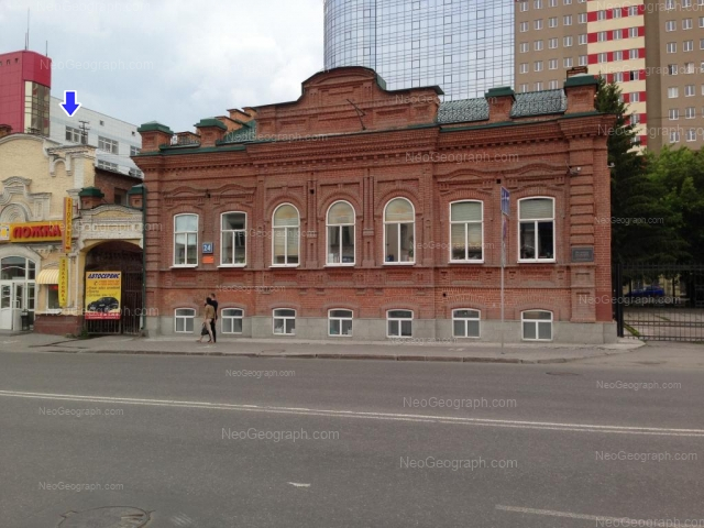 Адрес(а) на фотографии: улица 8 Марта, 24, 26, Екатеринбург