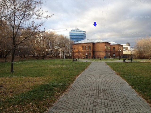 Адрес(а) на фотографии: улица Добролюбова, 11, 16, 19А, Екатеринбург