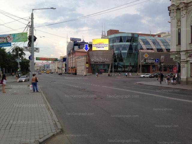 Адрес(а) на фотографии: улица 8 Марта, 28, 30, 32, Екатеринбург
