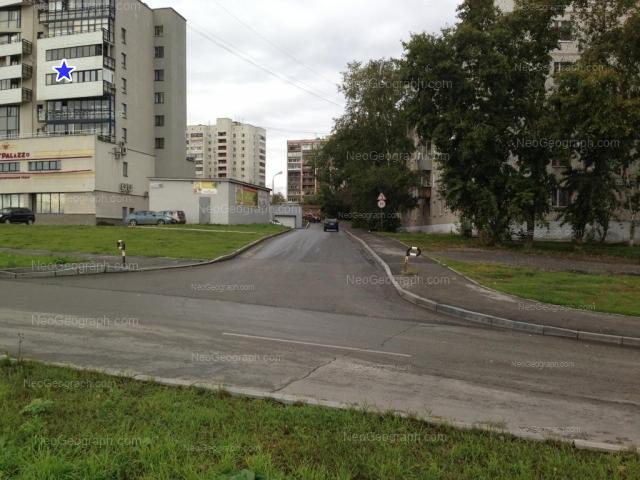 Адрес(а) на фотографии: улица Токарей, 60 к1, 62, 64, 68, Екатеринбург