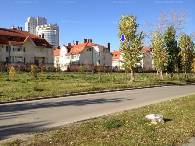 Адрес(а) на фотографии: улица Луначарского, 240/2, 240/3, 240/4, Екатеринбург
