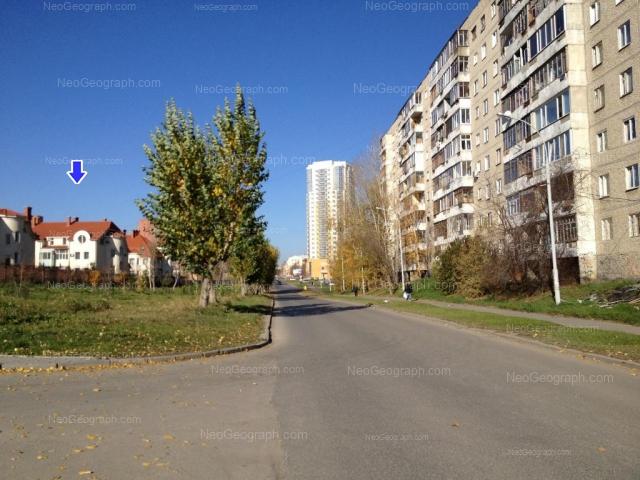 Адрес(а) на фотографии: улица Луначарского, 221, 225, 240/1, 240/2, Екатеринбург