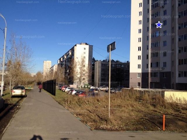 Адрес(а) на фотографии: улица Серафимы Дерябиной, 33, 35, 37, Екатеринбург