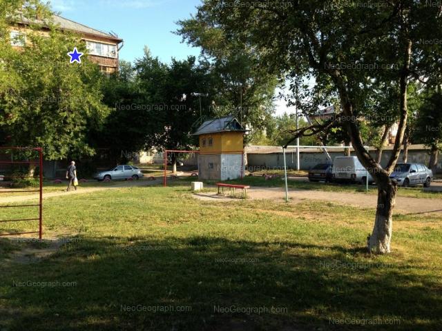 Вид на голубятню во дворе дома: ул. Избирателей, 32 / Стахановская, 58, Екатеринбург